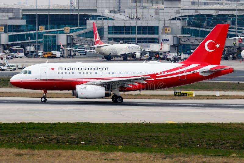 Het Turkse vertrek tc-IST van de Overheidsluchtbus A319 bij de Luchthaven van Istanboel Ataturk royalty-vrije stock foto
