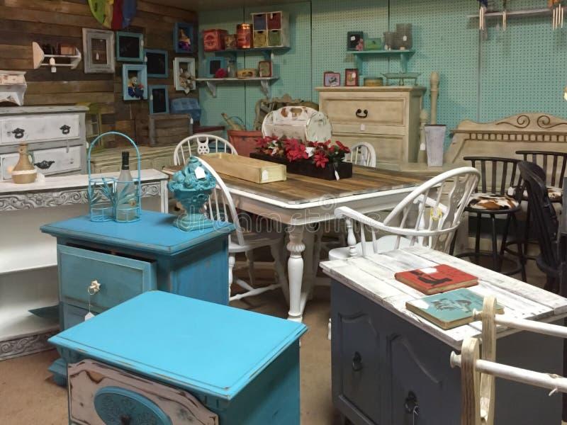 Het tweede het meubilair van Nice verkopen stock foto