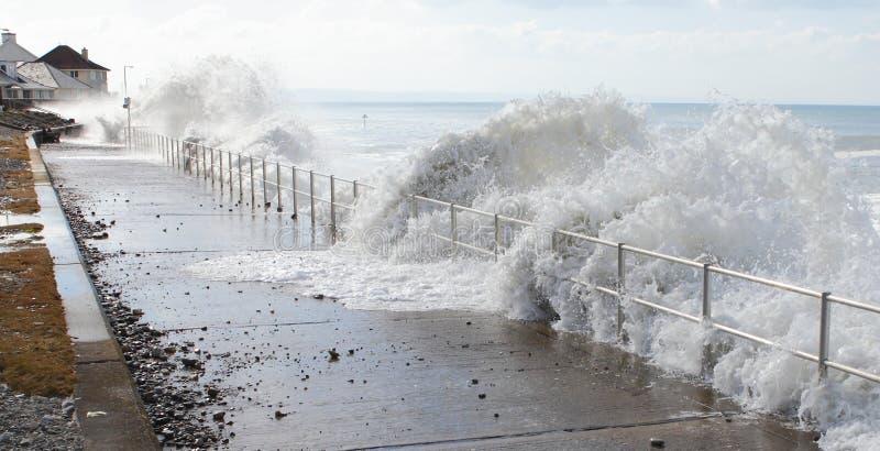 Golven van overzees watertsunami stock fotografie