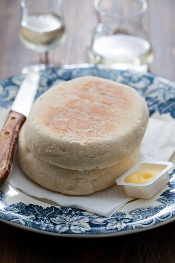 Het typische Portugese brood van Madera Bolo doet caco met boter stock afbeeldingen