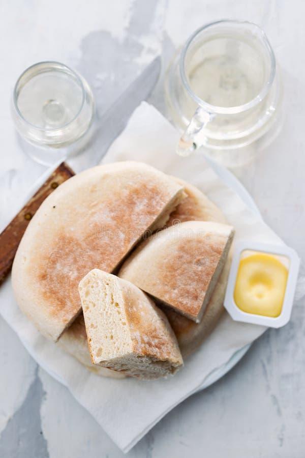 Het typische Portugese brood van Madera Bolo doet caco stock foto's
