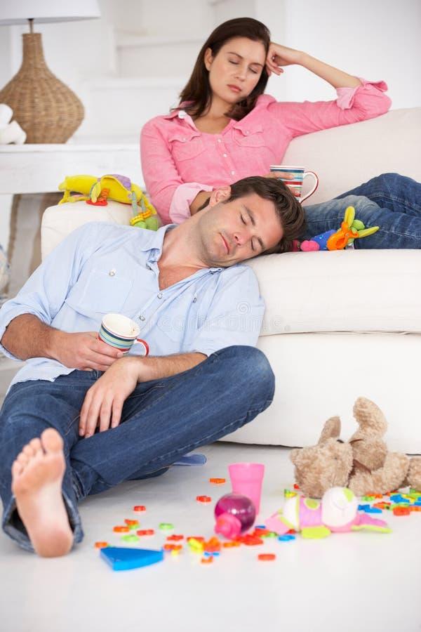 Het uitgeputte ouders rusten stock fotografie