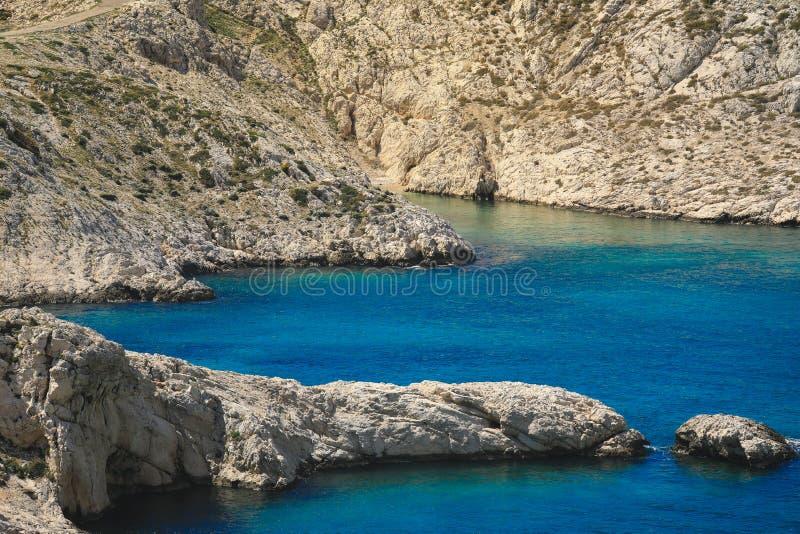 Het uitrekken van de Middellandse Zee zich tussen Marseille en Cassissen, de Provence Frankrijk stock afbeelding