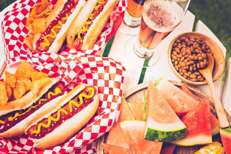 Het Uitstekende etiket van hotdogs royalty-vrije stock afbeelding