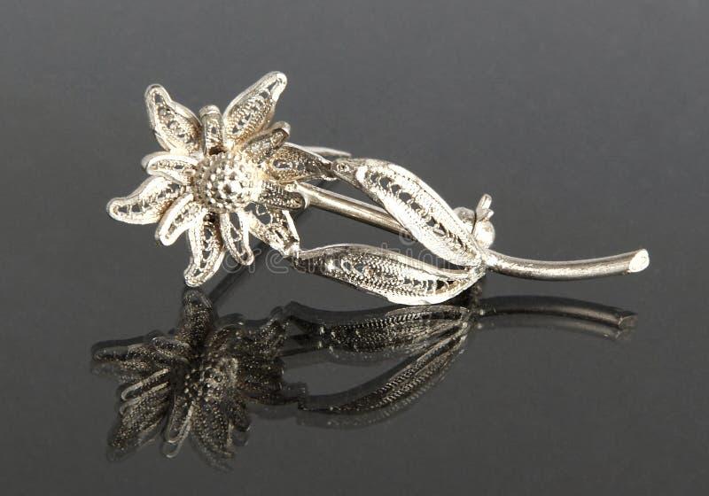 Het uitstekende filigraan zilveren Edelweiss van de brochebloem stock foto's