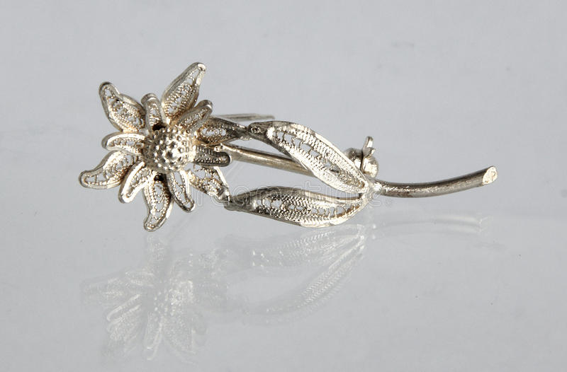 Het uitstekende filigraan zilveren Edelweiss van de brochebloem stock afbeeldingen