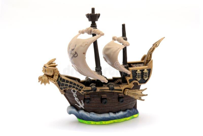 Het uitstekende Kijken Zeilboot op witte achtergrond stock foto
