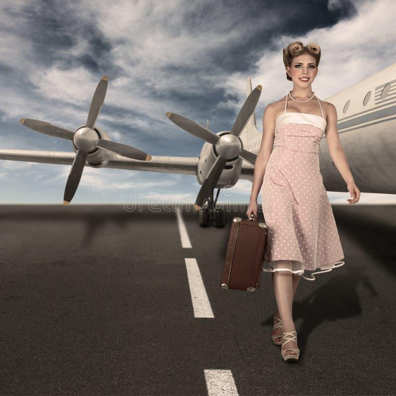 Het uitstekende portret van de stijl klassieke stewardess stock foto's