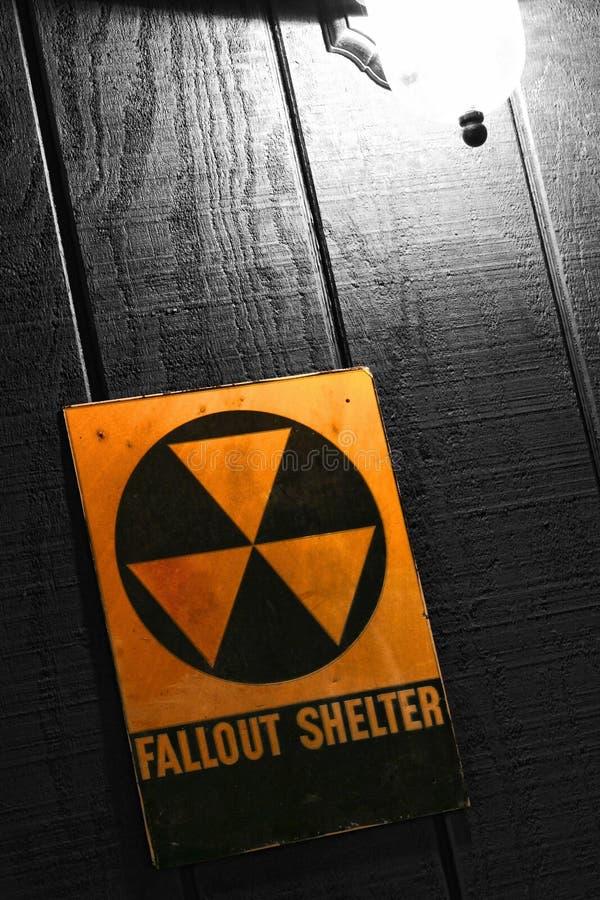 Het uitstekende Teken van de Schuilplaats van de Atoombom van de Radioactieve neerslag stock fotografie