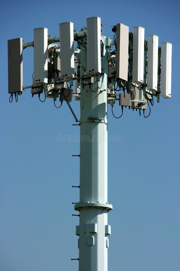 Het uitzenden communicatie toren stock foto