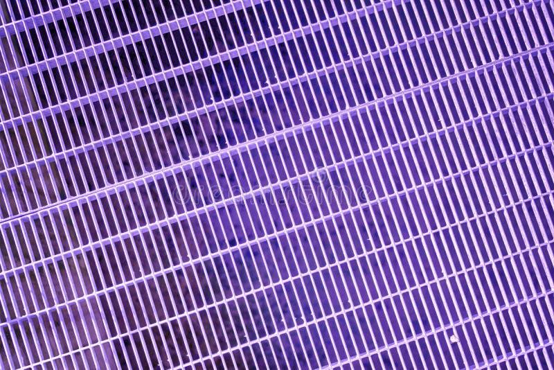 Het ultra purpere rooster van de Staalgrond Roestvrij staaltextuur, achtergrond voor website of mobiele apparaten royalty-vrije stock foto's