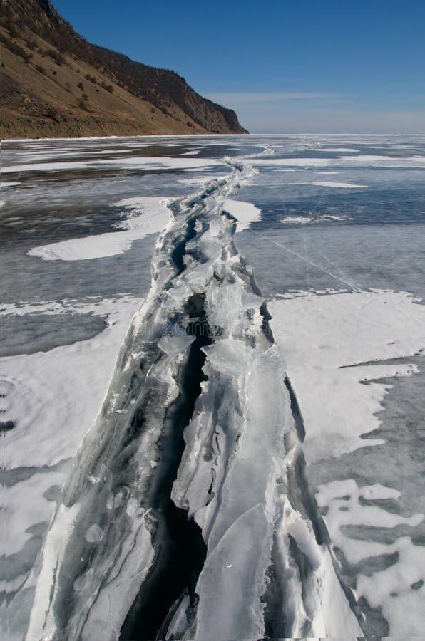Het unieke ijsmeer Baikal stock afbeeldingen