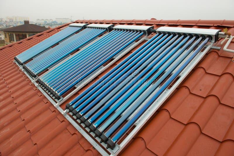 Het vacuümverwarmingssysteem van het collectoren zonnewater stock afbeeldingen