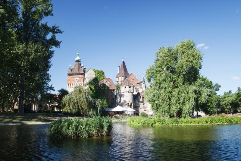 Het Vajdahunyad-kasteel, hoofd de stadspark van Boedapest stock fotografie