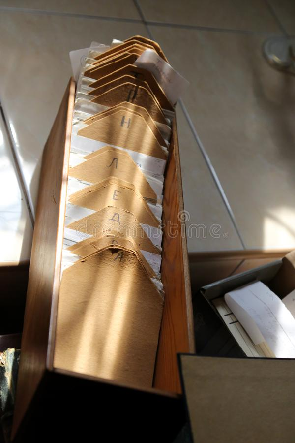 Het vakje voor het archief van documenten Oude doos in het archief stock foto's