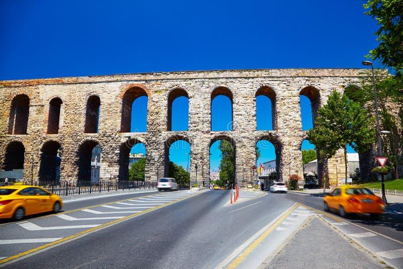 Het Valens Aquaduct, Istanboel stock foto's