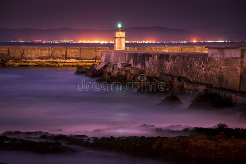 Het vallen van de avond bij Gansbaai-Haven stock afbeeldingen