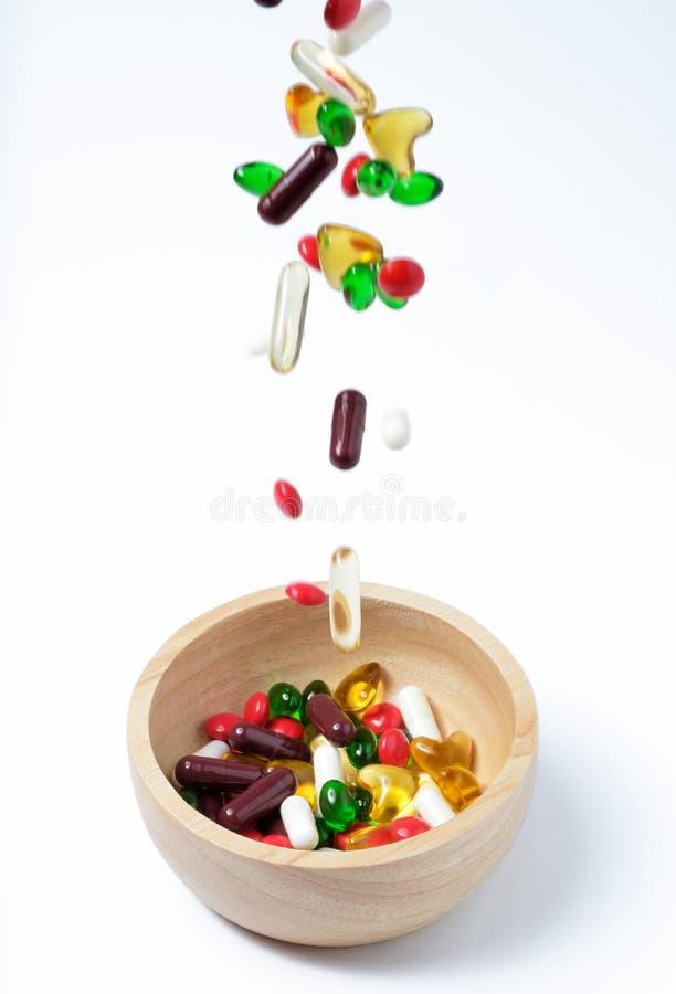 Het vallen van vitamine of geneeskunde stock afbeelding