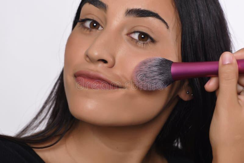 Download Het Van Toepassing Zijn Van De Vrouw Maakt Omhoog Stock Afbeelding - Afbeelding bestaande uit kleur, aantrekkelijk: 114225651