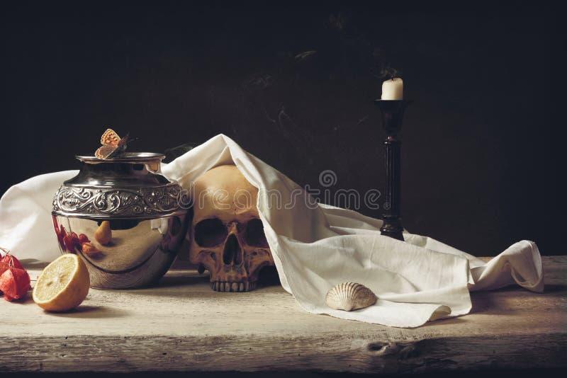 Het Vanitasleven, dood en verrijzenis stock fotografie