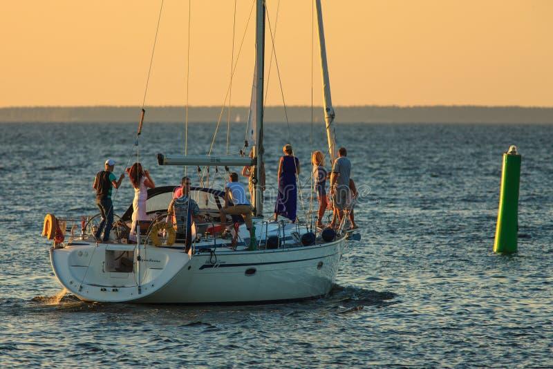 Het varen aan het overzees royalty-vrije stock fotografie
