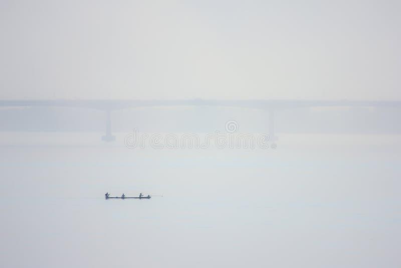 Het varen in de rivier royalty-vrije stock afbeelding