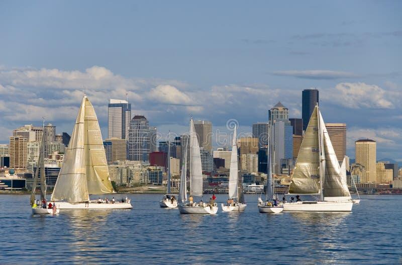 Het varen in Seattle stock afbeeldingen