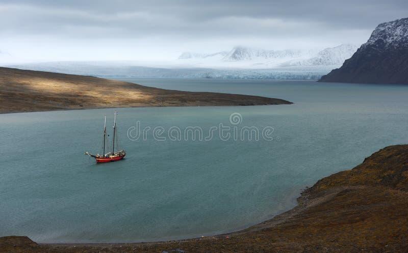 Het varen in Svalbard royalty-vrije stock afbeelding