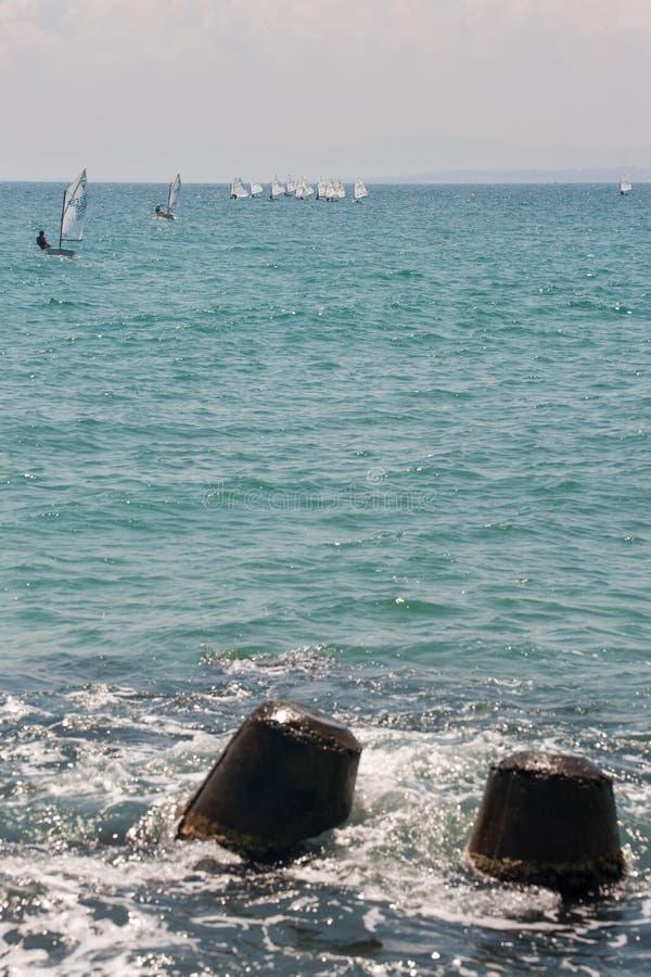 Het varen van de kust in Pomorie, Bulgarije royalty-vrije stock afbeeldingen