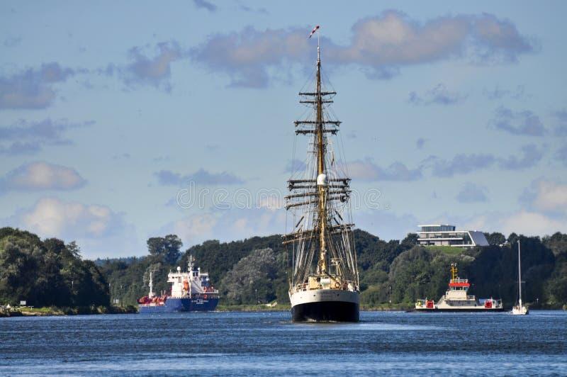 Het varen van Kiel Canal stock foto