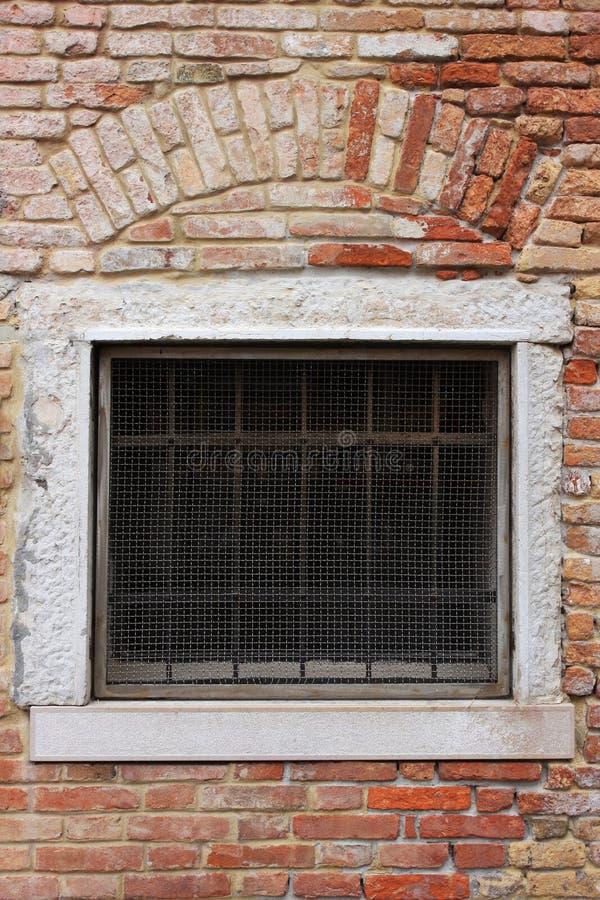 Het venster van de baksteen stock foto's