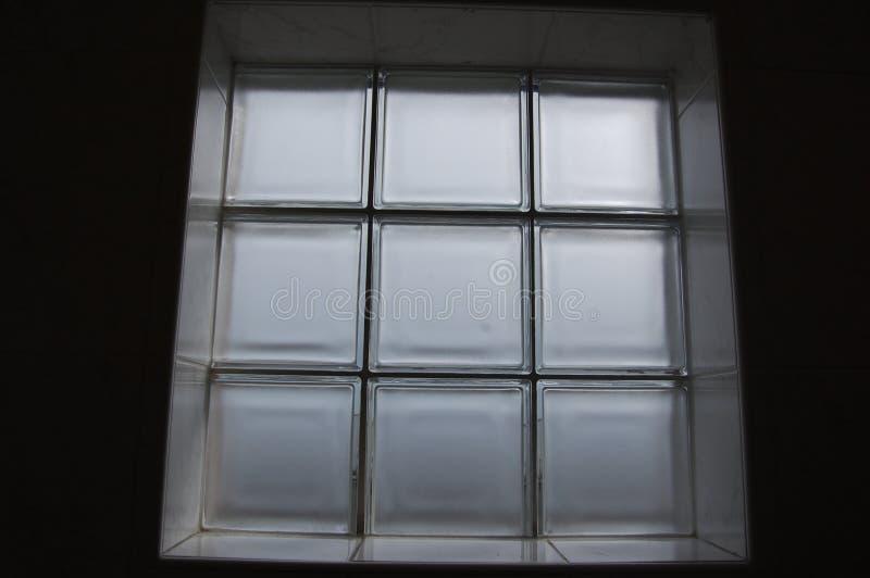 Het venster van de glasbaksteen stock afbeelding