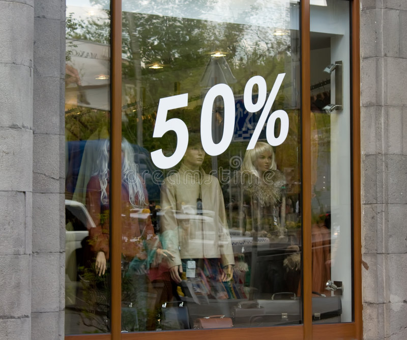 Het venster van de winkel met percentenaantallen royalty-vrije stock afbeelding