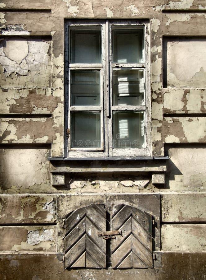 Het venster van Grunge - stedelijk bederf royalty-vrije stock afbeeldingen