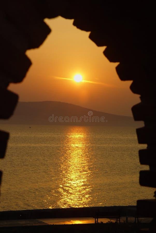 Het venster van het de trogkasteel van de zonsopgang stock afbeelding