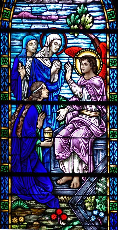 Het venster van het gebrandschilderd glas van de Engel van de Verrijzenis stock afbeelding