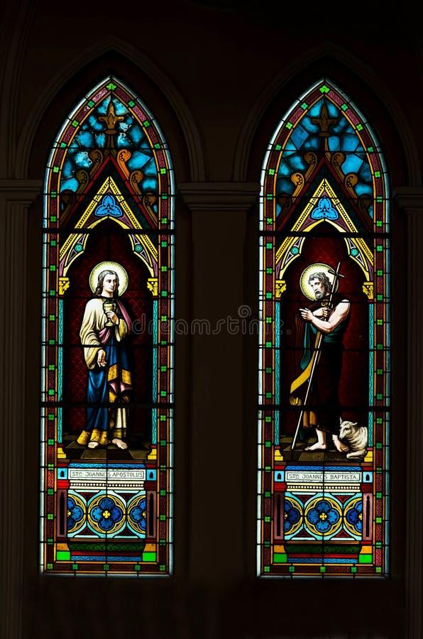 Het venster van het kerkgebrandschilderde glas royalty-vrije stock foto