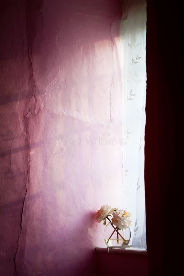 Het venster van het plattelandshuisje stock fotografie