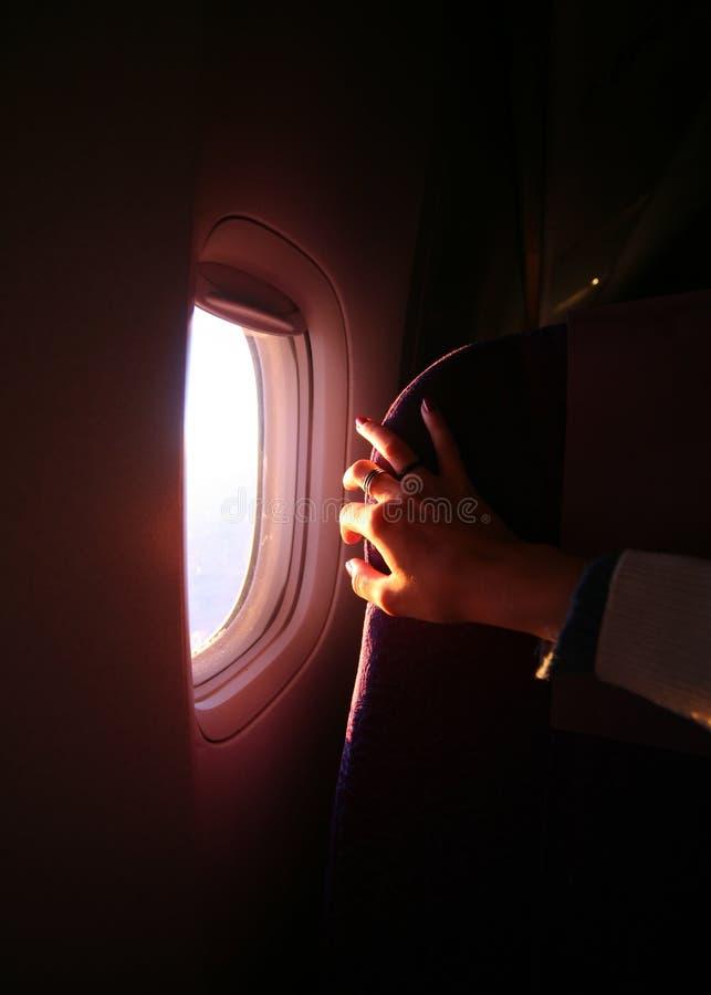 Het venster van het vliegtuig stock foto