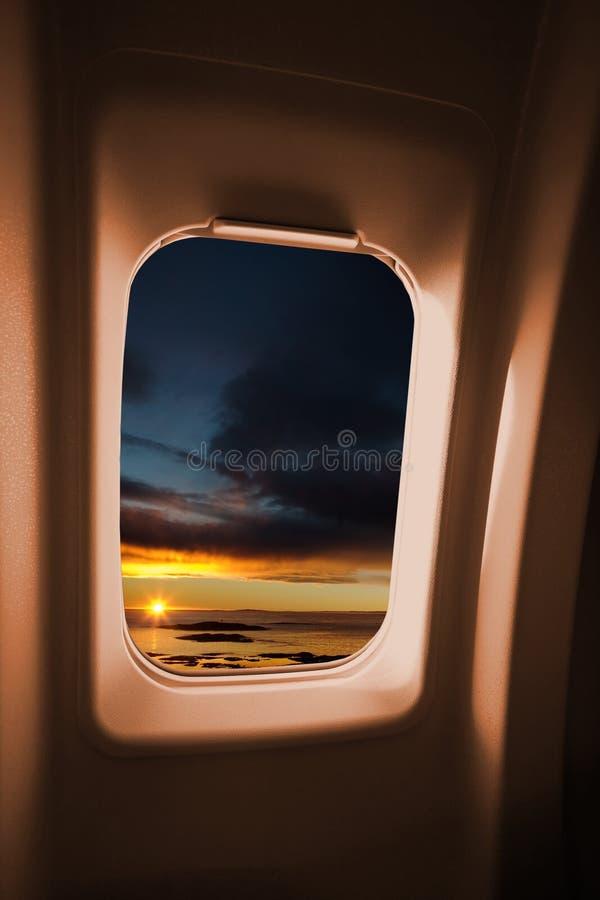 Het Venster van het vliegtuig stock foto's