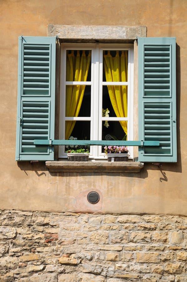 Het venster van Verona ` s stock foto's