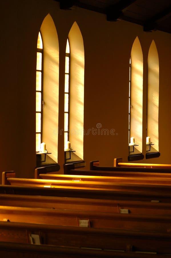 Het vensterlicht van de kerk. stock foto's