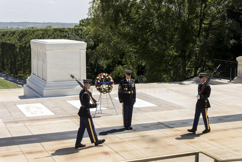 Het veranderen van de Wacht, Arlington-Begraafplaats stock afbeelding