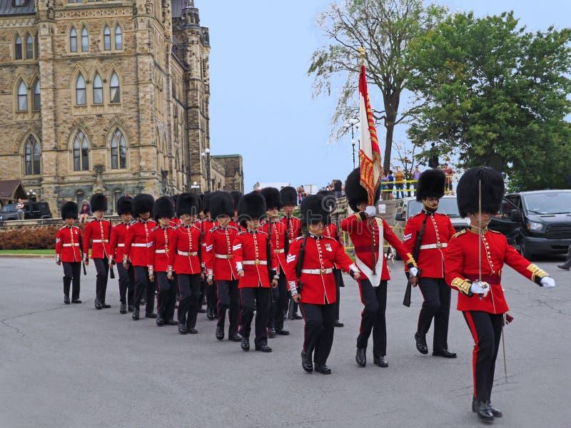 Het veranderen van de wachtceremonie voor het Canadese Parlementsgebouw stock fotografie