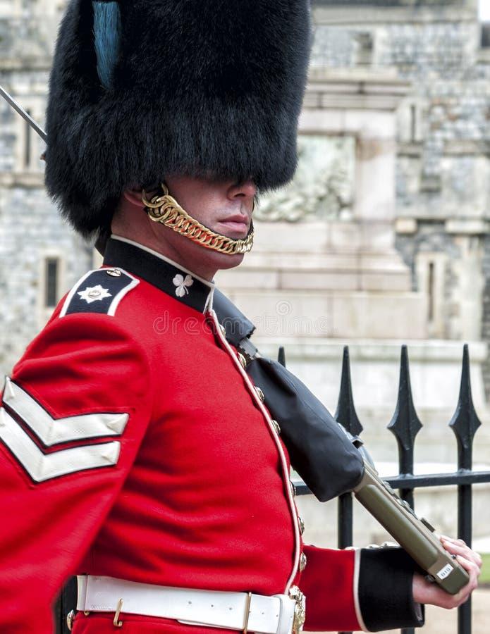 Het veranderen van de wachten in Windsor Castle, de woonplaats van de Britse Koninklijke Familie in Windsor in de Engelse provinc stock foto's