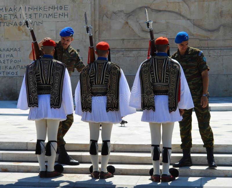 Download Het Veranderen Van Plechtige Eliteinfanterie Evzones Dichtbij Het Parlement In Athene, Griekenland Op 23 Juni, 2017 Redactionele Stock Afbeelding - Afbeelding bestaande uit beschaving, genaturaliseerd: 107702414