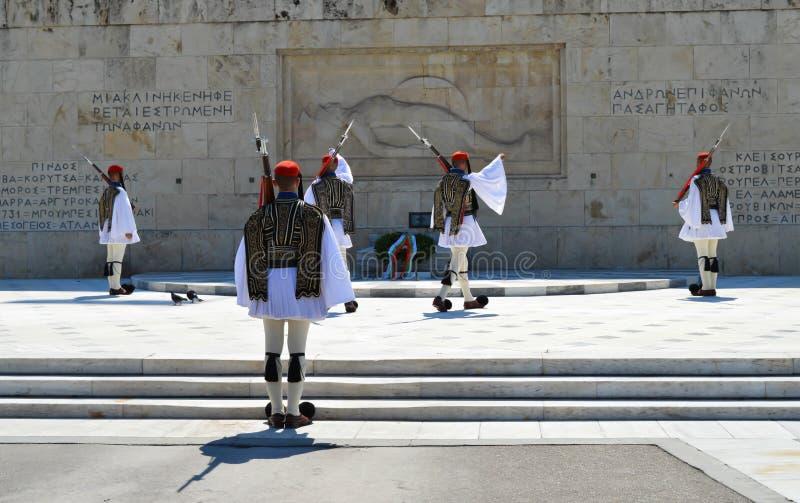 Download Het Veranderen Van Plechtige Eliteinfanterie Evzones Dichtbij Het Parlement In Athene, Griekenland Op 23 Juni, 2017 Redactionele Stock Foto - Afbeelding bestaande uit stad, infanterie: 107703018
