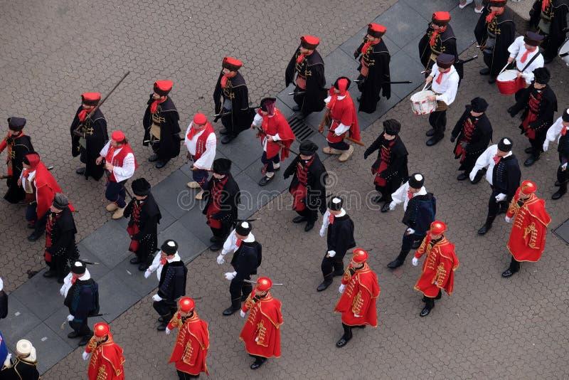 Het veranderen van het Regiment van de wacht erehalsdoek ter gelegenheid van `-Wereldhalsdoek Dag `, Zagreb royalty-vrije stock foto's