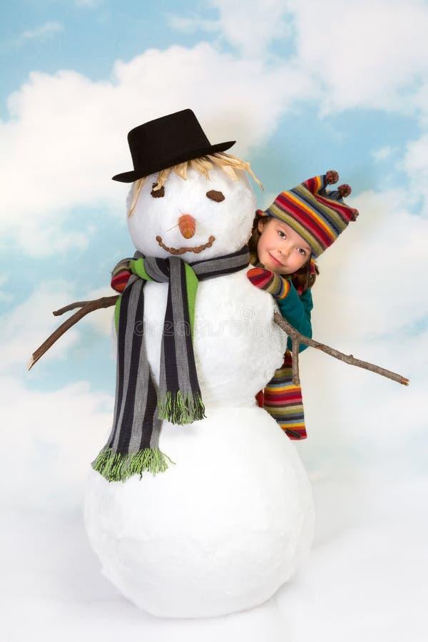Het Verbergen Achter De Sneeuwman Stock Afbeeldingen