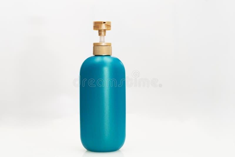 Het veredelingsmiddelfles van de haarshampoo op witte achtergrond Schoonheid en lichaamsverzorgingconcept royalty-vrije stock fotografie